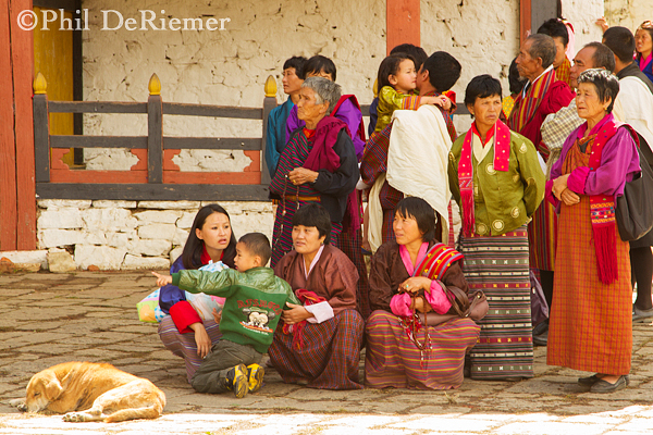 Women_Kiras_Bhutan