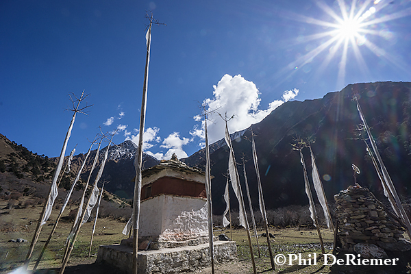 Chorten_Flags_sunburst