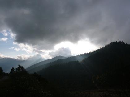 Couds_Sunrays_Bhutan