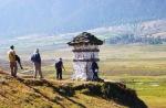 Chorten_Hikers_Phubjikha_Bhutan