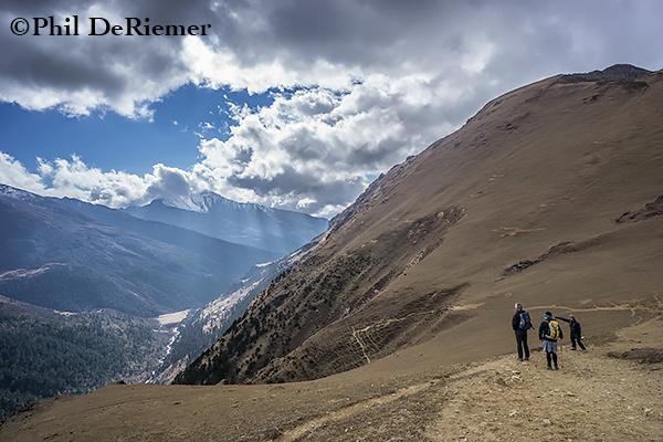 Trekkers_view_Yaksa